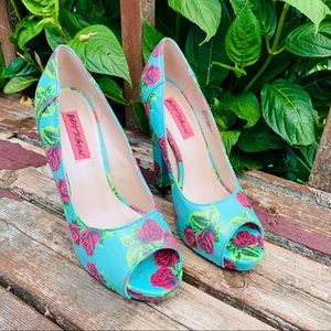 Retired Betsey Johnson BETYY Blue pink Roses 7.5